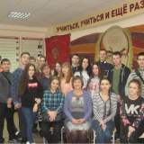 Учащиеся группы И-11 с классным руководителем Д.И. Сейфутдиновой и экскурсоводом Совета музея Лианой Караханян.