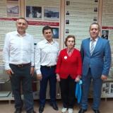 Выпускники 1987, 1990  годов И.К. Салимов, А.А. Орлов, К.В. Тришенков с выпускницей 1958 года Л.В. Винокуровой.