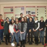 Ученики школы № 48 г. Ульяновска с классным руководителем и экскурсоводом Совета музея Ириной Шепелевой.