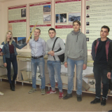 Экскурсовод  музея София Голыева с учащимися и классным руководителем Рахмановой Л.П.