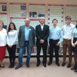 Члены Совета музея с выпускниками-отличниками В.Ю. Финогентовым и В.А. Лаврентьевым.